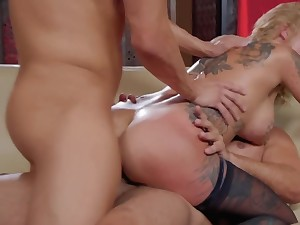 Inked diva rides dick and doesn't know that another guy is traveller