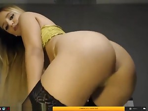 Sexy brunette comport oneself with big ass vulnerable the bed
