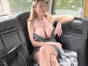 Silicone blonde Stacey Saran gets say no to cunt fucked unconnected with a handsome ladies'