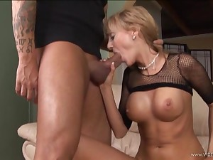 Babe riding dig up in fishnet blouse after mouth polishing cock