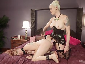 Kermis mistress ass fucks step daughter during a unruly game