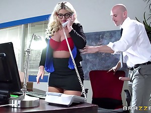 Boss laddie Julie Cash fucked in the office by her precede b approach assistant